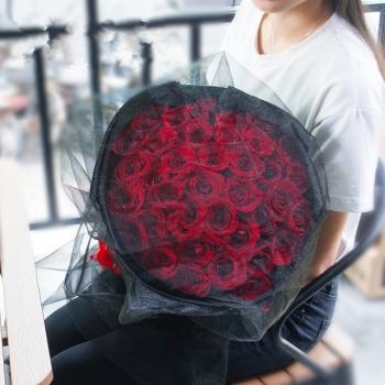 眷倾三世-33朵黑纱红玫瑰花束