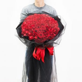 朦胧美丽-99朵红玫瑰黑纱花束
