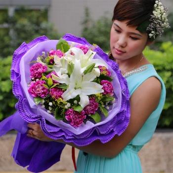 紫恋馨情-11朵康乃馨百合混搭