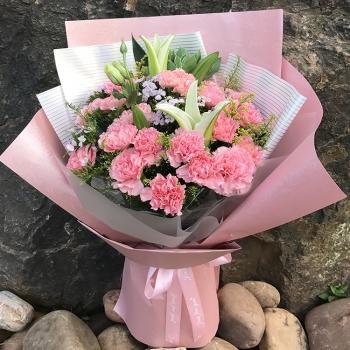 幸福绽放-粉色康乃馨百合混搭花束